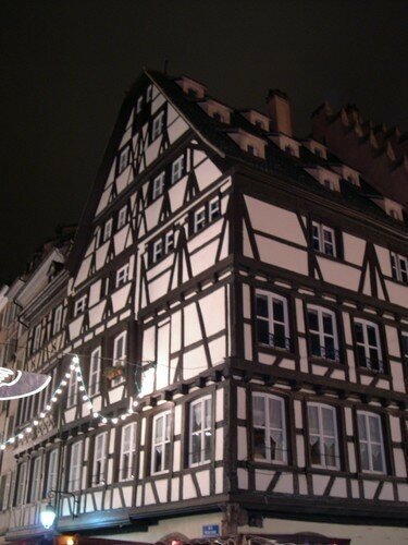 strasbourg les maisons colombages photo de la france mon tour du monde. Black Bedroom Furniture Sets. Home Design Ideas