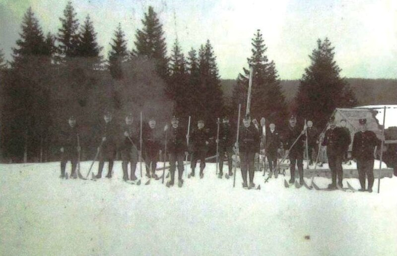 8 - Chalet Capt - gendarmes 1900