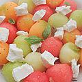 Salade fraiche melon, pastèque, fromage de chèvre frais, basilic. et bustronome.