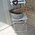 Chaise chinée et bassine aux blés
