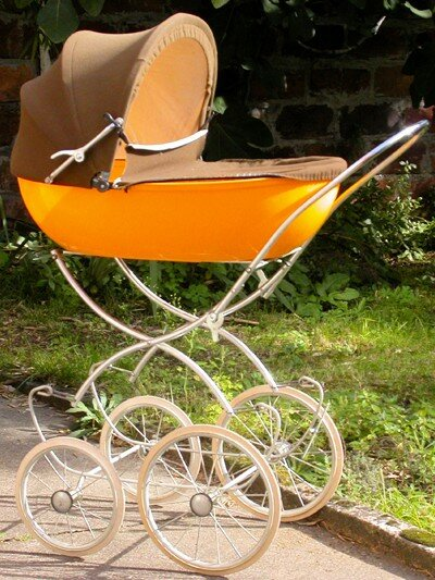 landau orange photo de vintage toys gare au poussin. Black Bedroom Furniture Sets. Home Design Ideas