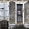 021 / une fenêtre et une porte.