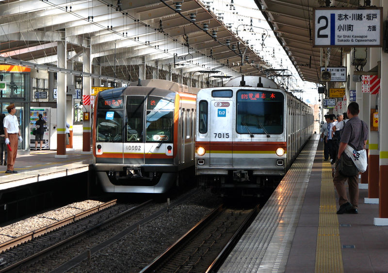 7000系 & 10 000系 Fukutoshin line, Wakôshi eki