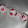 bracelet blanc fleur rose et fil blanc