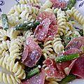Pâtes aux asperges vertes et salami italien