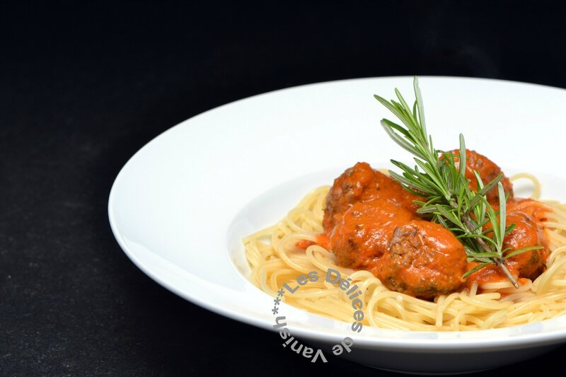boulettes de boeuf à la provençale, herbes de provence, spaghettis