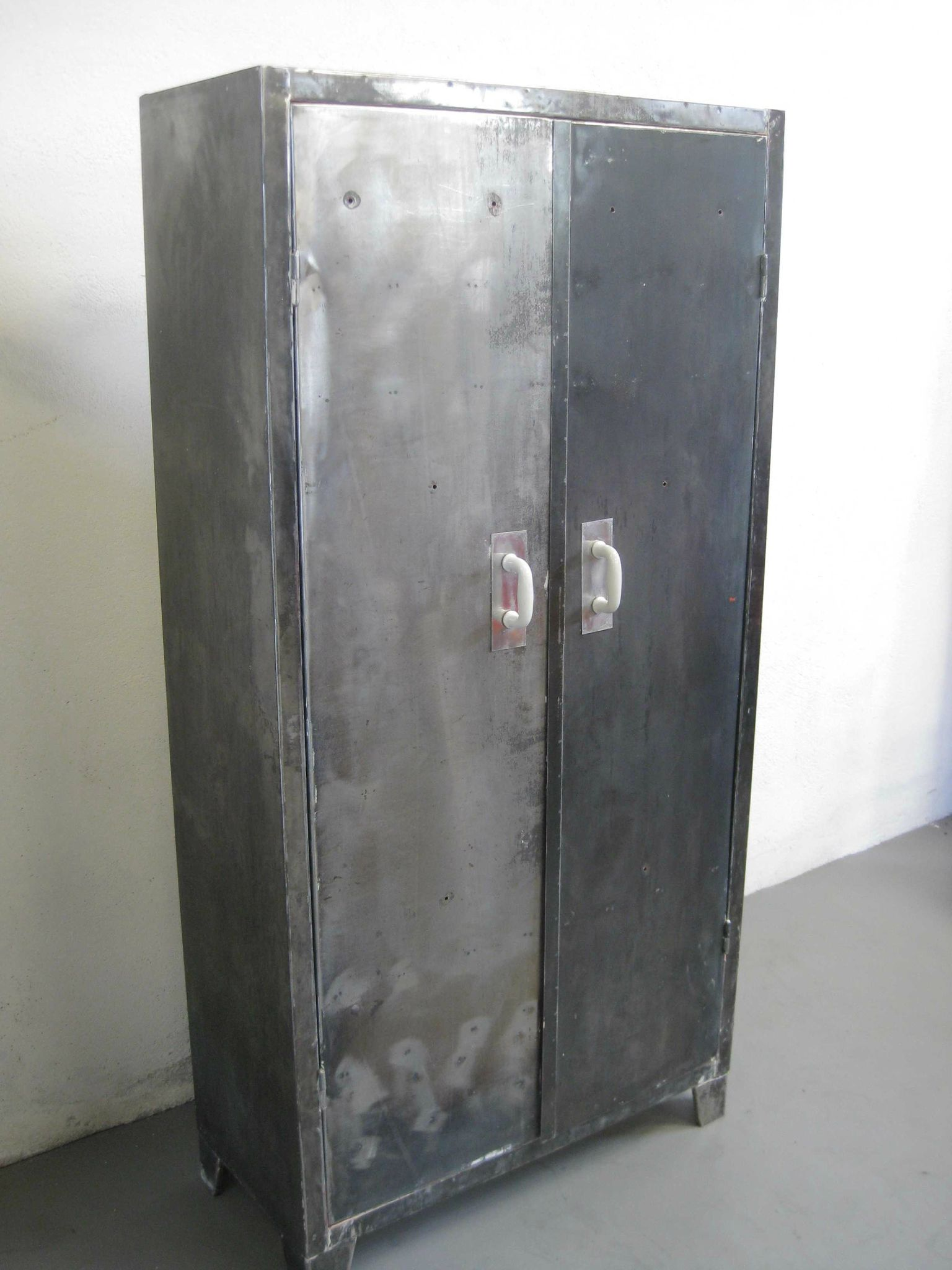 Armoire metallique design for Armoire casier industriel