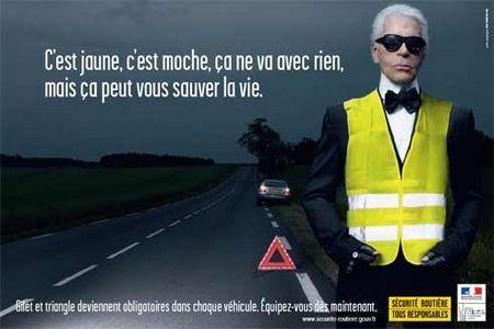 257153977_gilet_de_securite_et_triangle_de_pre_signalisation_obligatoires