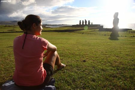 nol assise sunset moaï