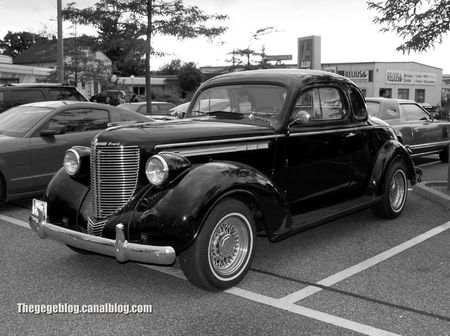 Chrysler royale coupé de 1938 (Rencard Burger King juin 2012) 06