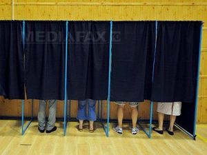alegeri-votanti-cabine-razvan-chirita