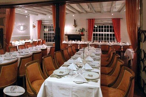 NAJAC_restaurant_hotel_l_Oustal_del_Barry_la_salle_du_restaurant_diner_de_chasse_des_Cuisineries_Gourmandes_du_7_decembre_2015