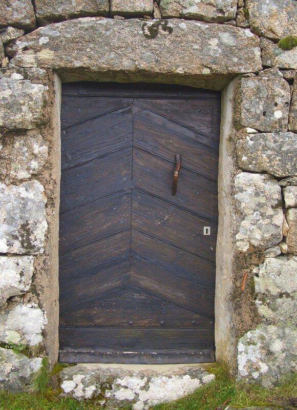 Porte en pin de Cagna