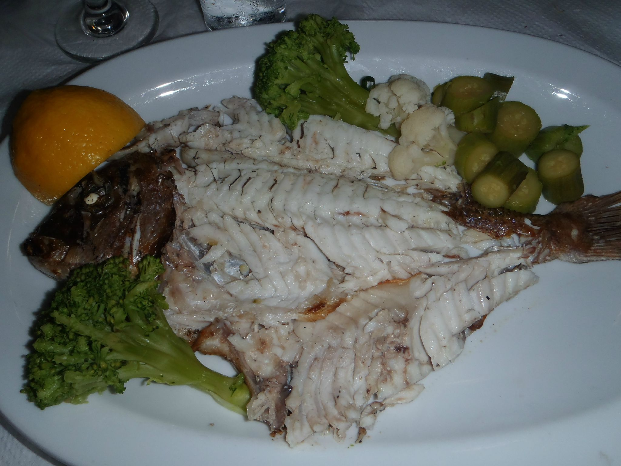 grece nauplie restaurant savoraz dorade grillée préparée