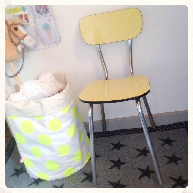 chaise-retro-vintage-formica-jaune-decotrendy-01