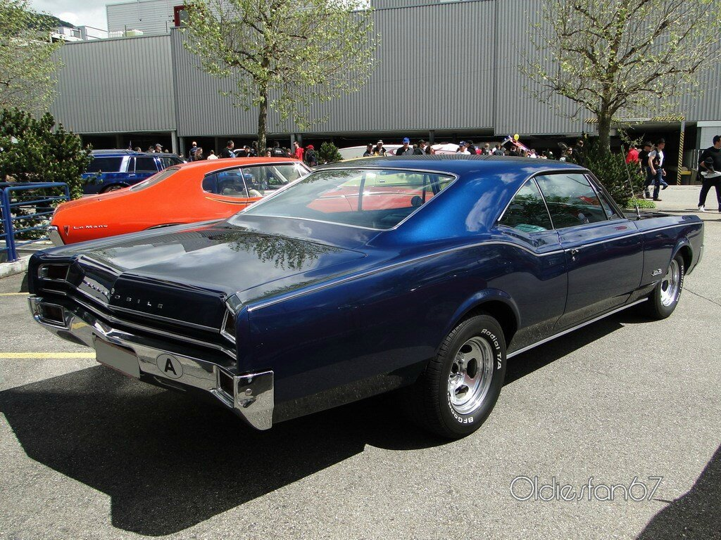 Oldsmobile Jetstar 88 Holiday Hardtop Coupe 1965