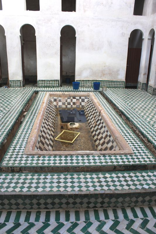 28. latrines Cherratène, silence et connivence