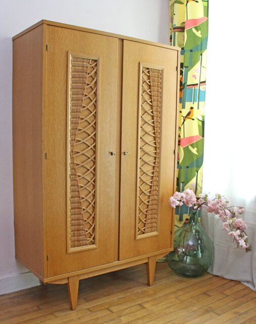 armoire en rotin vintage retour de chine. Black Bedroom Furniture Sets. Home Design Ideas