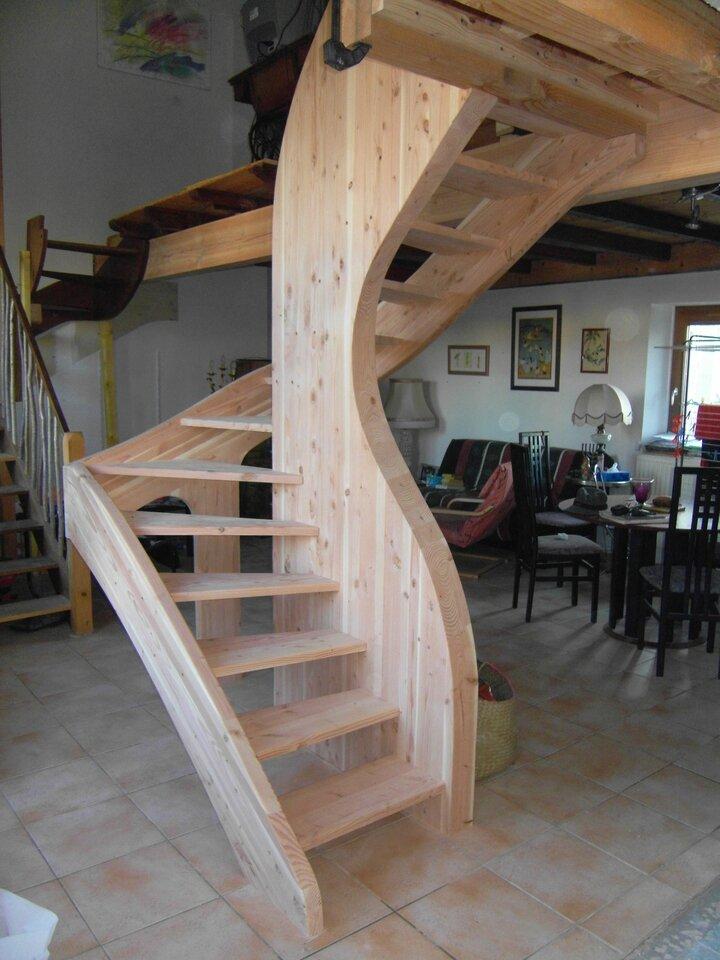Un escalier en douglas et partout la mer - Escalier milieu de piece ...