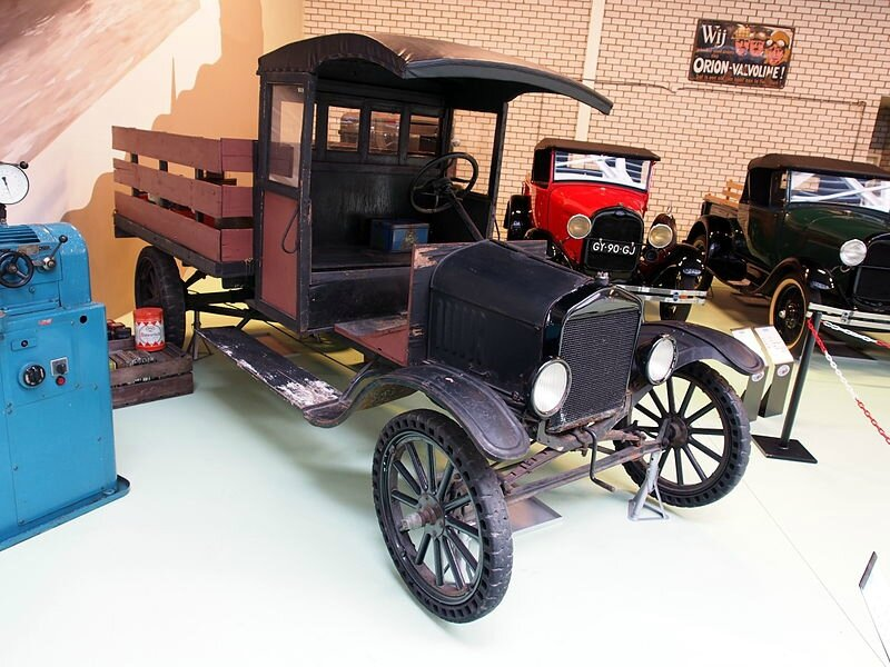 800px-1910_Ford_T_open_truck_pic4