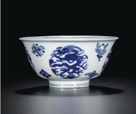 A_BLUE_AND_WHITE__DRAGON__BOWL