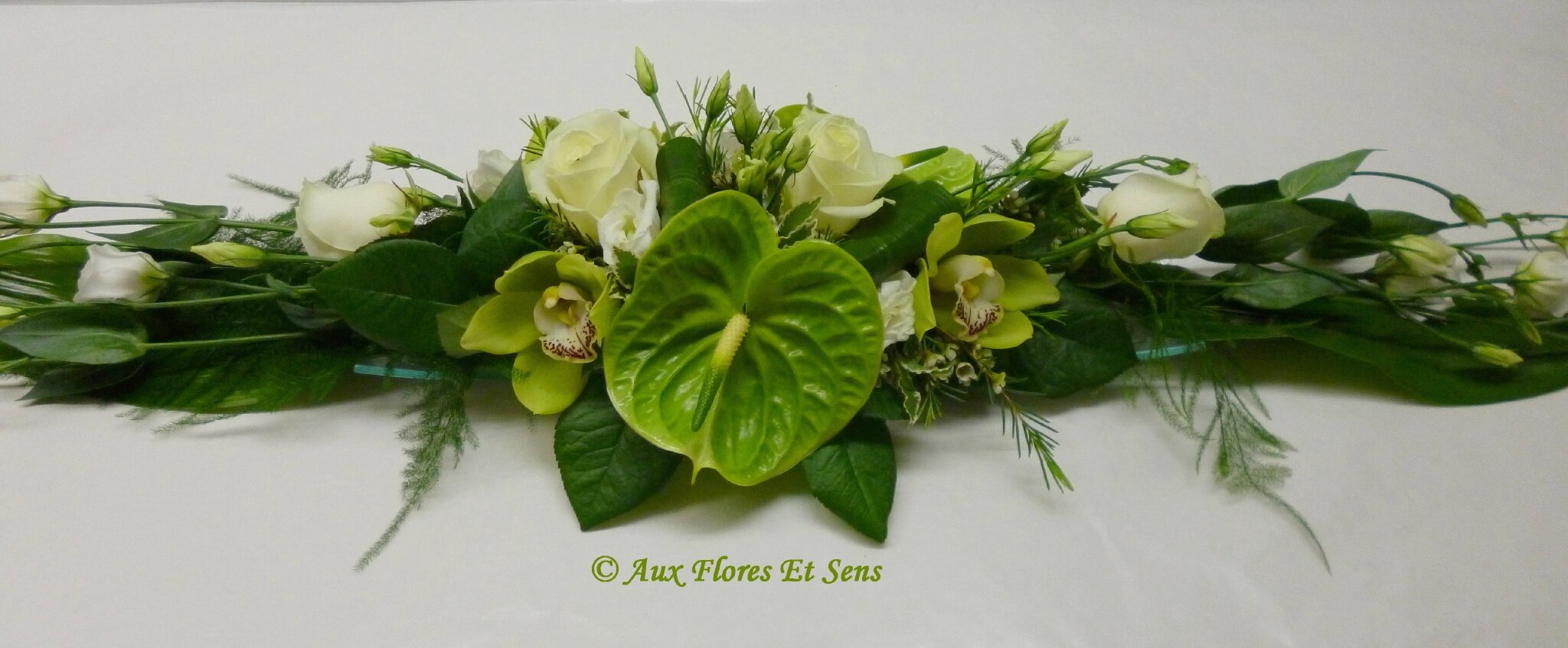 Composition florale centre de table great petit centre de table cymbidium anthurium lysianthus - Composition florale centre de table ...