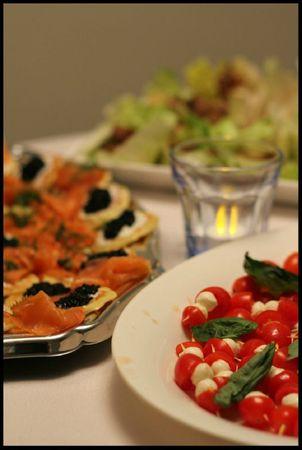 Petites brochettes et blinis saumon_caviar