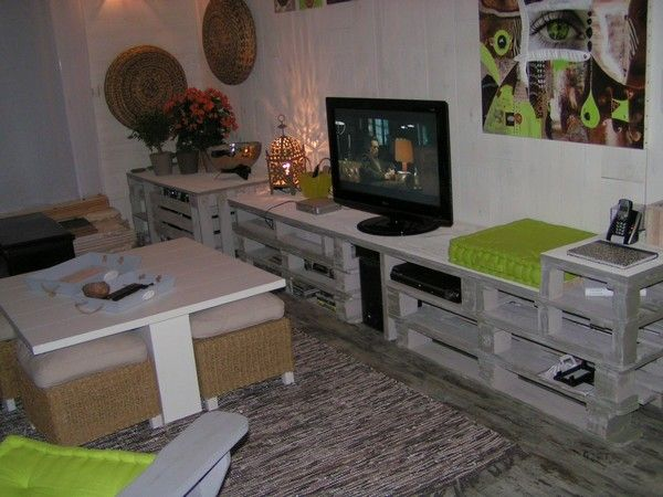 lonnnnnnnnnnnng meuble bas en palettes recyclage et cie. Black Bedroom Furniture Sets. Home Design Ideas