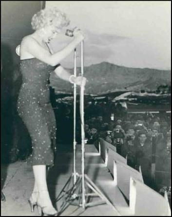 1954-02-korea-dress_purple-stage_out-sing-022-1