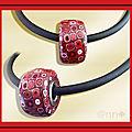 Collier maxi roue multi rouge sur buna cord noir (N)