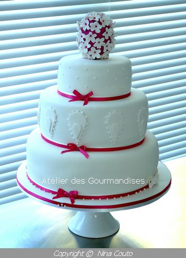 Wedding Cake Blanc Et Fuschia Atelier Des Gourmandises