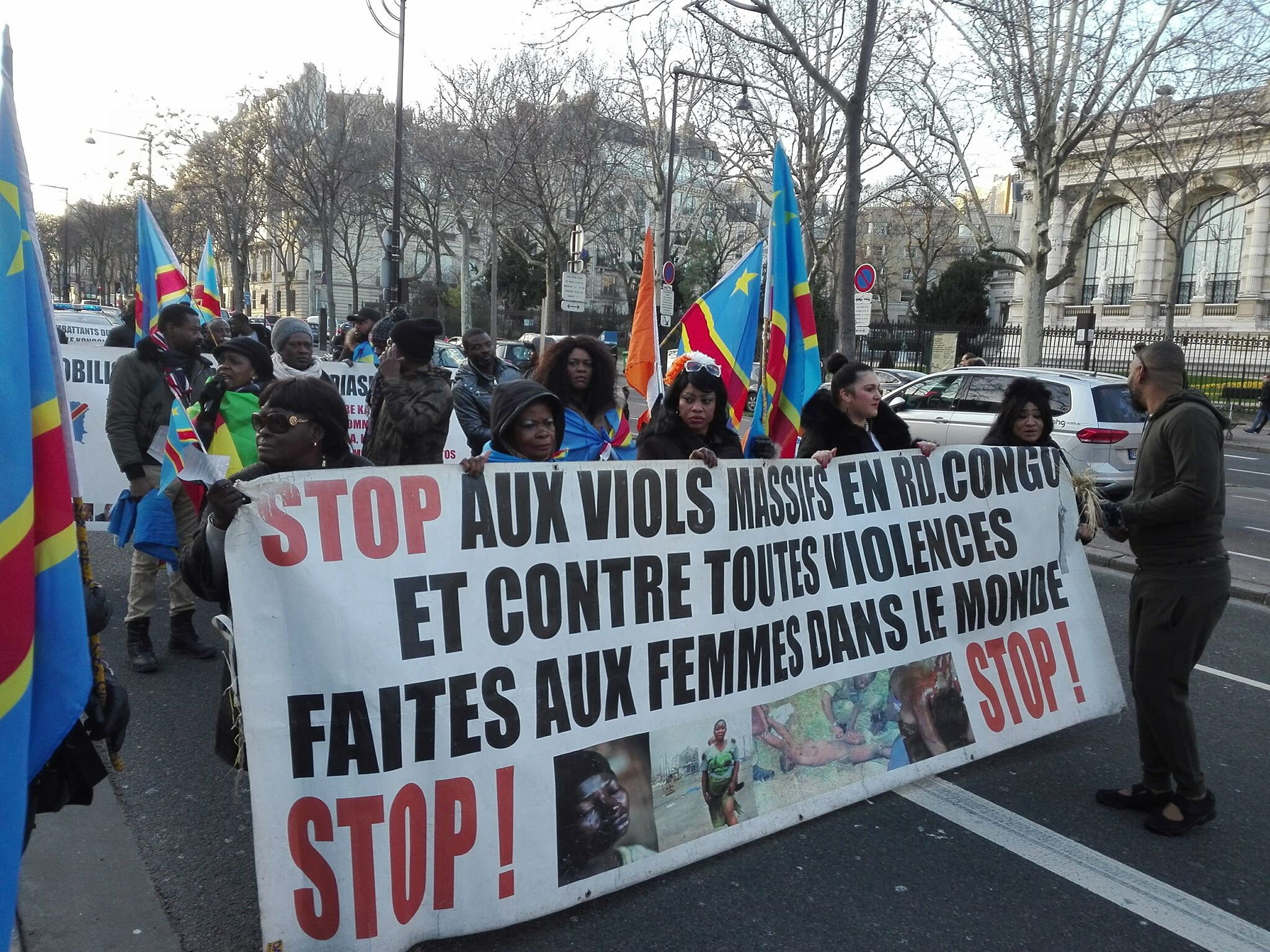 LES PANAFRICANISTES DE LA DIASPORA MANIFESTENT CONTRE LES PILLAGES DES RICHESSES DE L'AFRIQUE.