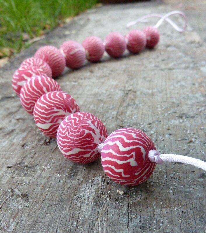 Collier mi-long - Perles zébrées