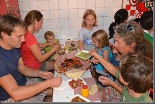 Repas au marché - Essen am Markt mit - avec Tania, Max, carl et robert