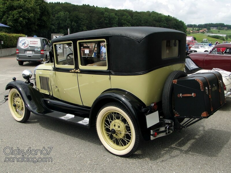 ford-a-leatherback-fordor-sedan-1928-1929-02