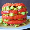 Millefeuille de tomates, avocats et pommes