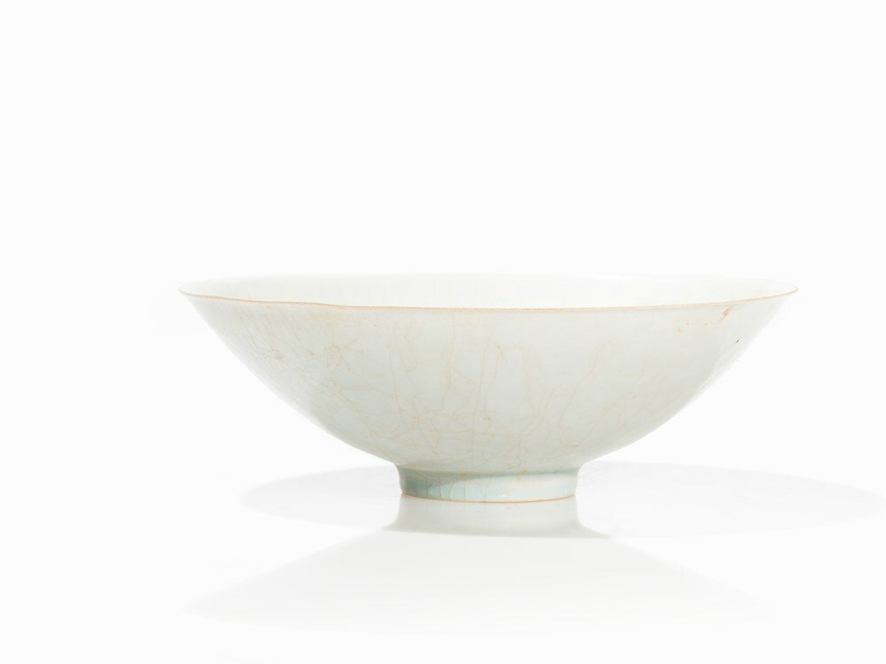 Qingbai Bowl with Molded Flower Décor Inside, Song Dynasty
