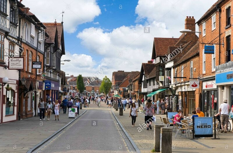 shops-on-henley-street-in-the-historic-centre-stratford-upon-avon-C871DJ