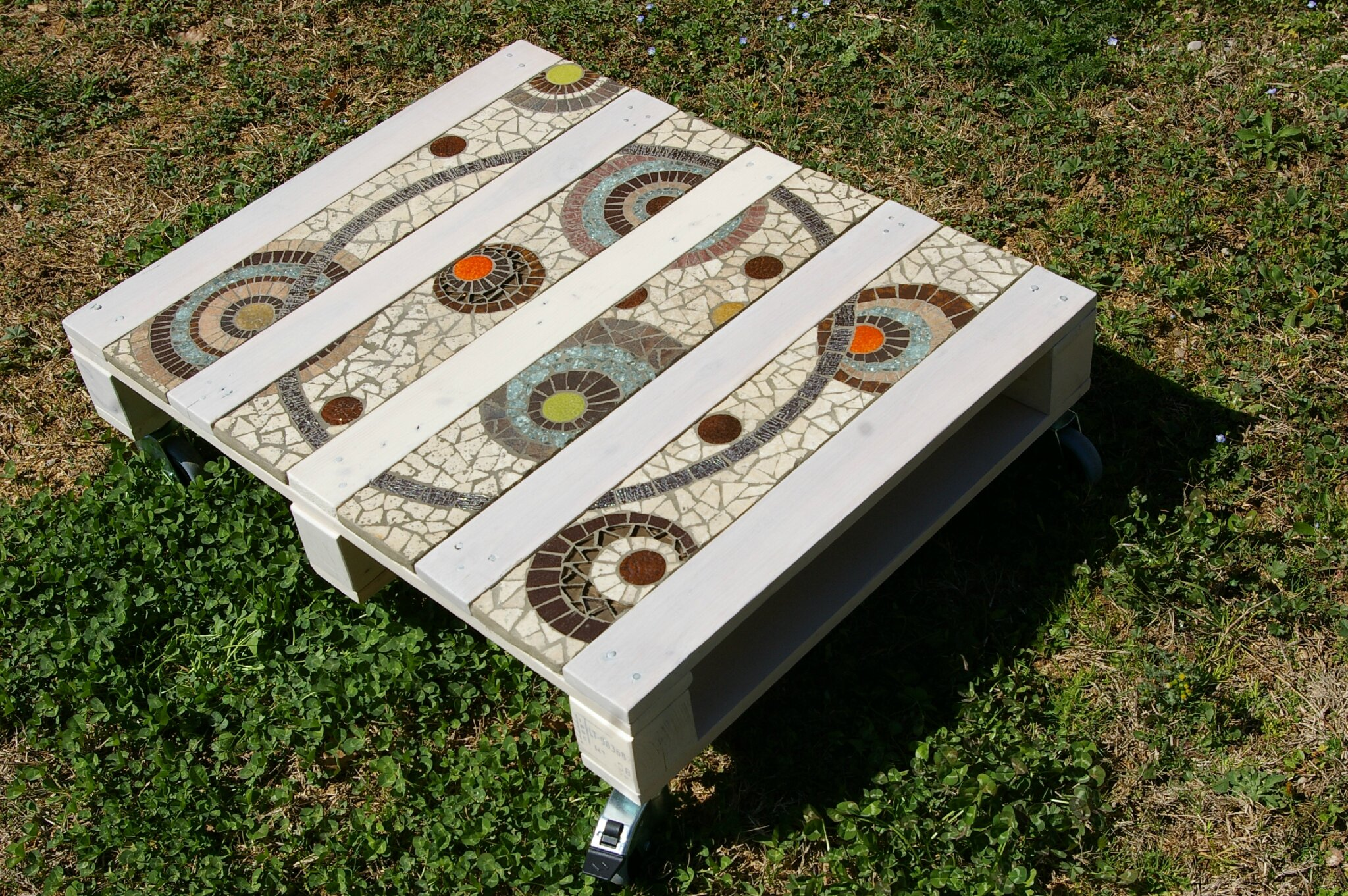 13table basse palette photo de 3 les tables creation decoration mosaique - Creation avec palette ...