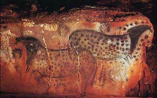 Chevaux _dessin sur roche forme tête cheval_Pech-Merle