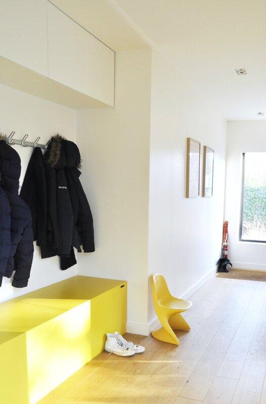 couloir jaune et blanc