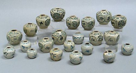 selection of twenty-two blue and white jars and jarlets. Late 15