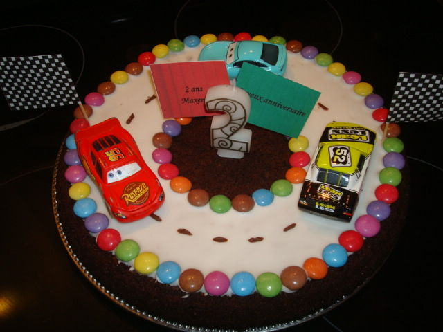 anniversaire24 gateau anniversaire cars facile. Black Bedroom Furniture Sets. Home Design Ideas