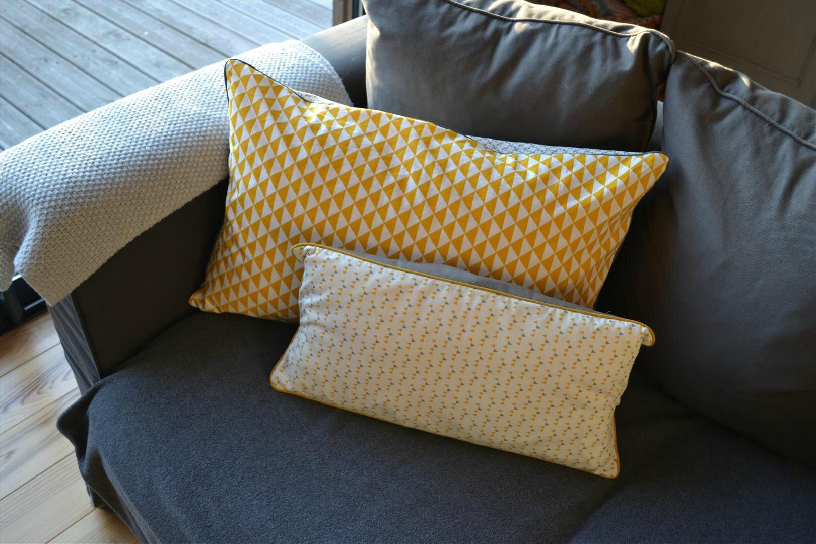les petits coussins d 39 automne 2 moutarde et bleu canard vent de liberty. Black Bedroom Furniture Sets. Home Design Ideas