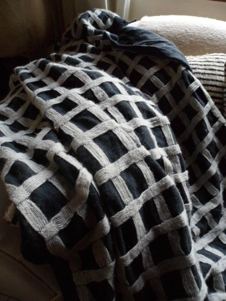 plaid noir a carreaux en laine+coussin assorti 002