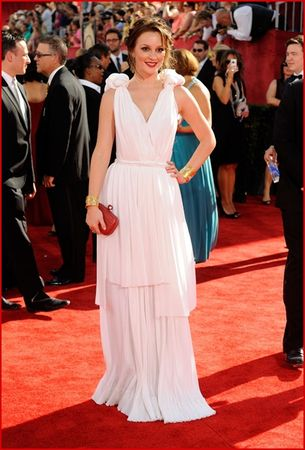 leighton_meester_arrives_at_the_61st_primetime_emmy_awards