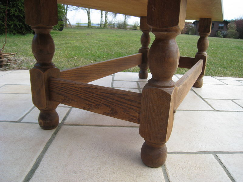 Comment repeindre sa table basse - Customiser une table en bois ...