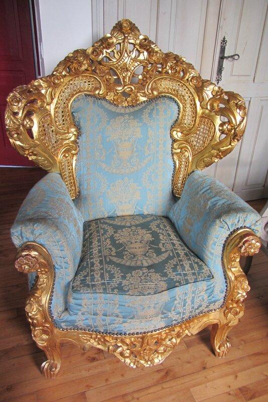 fauteuil de style baroque côté sièges