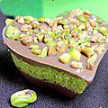 Coeurs chocolatées, fourrées à la noix de coco et aux pistaches
