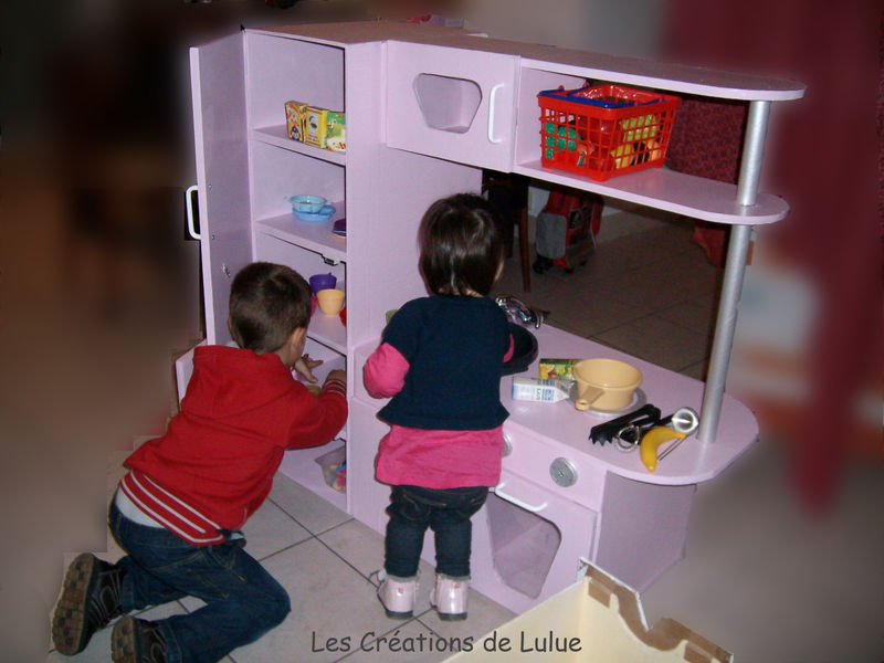 la cuisine pour enfant photo de 02 les meubles en carton les cr ations de lulue. Black Bedroom Furniture Sets. Home Design Ideas
